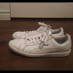 Hi, I am selling my puma white sneakers.